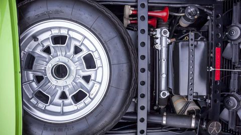 Automotive tire, Alloy wheel, Rim, Automotive exterior, Automotive wheel system, Spoke, Tread, Synthetic rubber, Fender, Auto part,