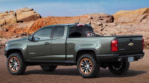 Wheel, Tire, Motor vehicle, Automotive tire, Automotive exterior, Automotive design, Vehicle, Natural environment, Land vehicle, Rim,