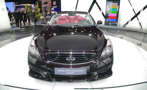 Automotive design, Mode of transport, Vehicle, Land vehicle, Grille, Car, Personal luxury car, Luxury vehicle, Hood, Automotive lighting,