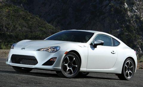 Tire, Wheel, Automotive design, Vehicle, Automotive lighting, Land vehicle, Rim, Car, Headlamp, Performance car,