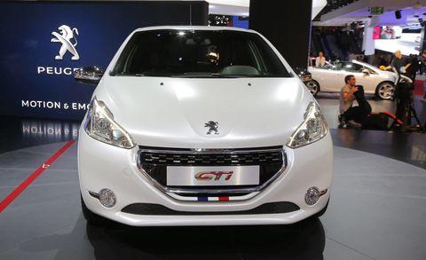 Motor vehicle, Automotive design, Vehicle, Land vehicle, Event, Car, Auto show, Exhibition, Headlamp, Automotive lighting,