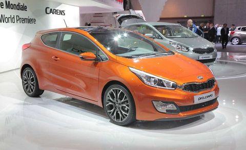 Tire, Wheel, Motor vehicle, Automotive design, Vehicle, Land vehicle, Car, Automotive mirror, Hatchback, Auto show,
