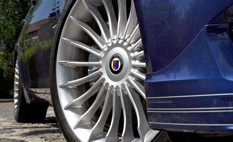 Motor vehicle, Automotive tire, Mode of transport, Automotive design, Transport, Alloy wheel, Automotive wheel system, Spoke, Rim, Automotive exterior,
