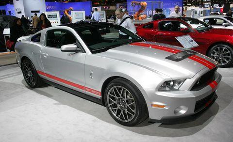 Tire, Wheel, Motor vehicle, Automotive design, Automotive tire, Vehicle, Land vehicle, Automotive lighting, Headlamp, Hood,