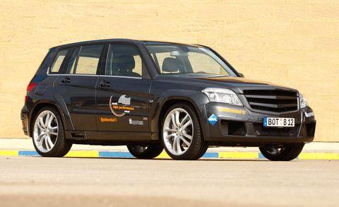 Tire, Wheel, Automotive design, Vehicle, Automotive tire, Transport, Automotive parking light, Rim, Car, Grille,