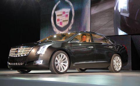 Tire, Wheel, Automotive design, Vehicle, Land vehicle, Car, Alloy wheel, Personal luxury car, Automotive lighting, Fender,