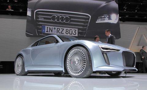 Tire, Wheel, Automotive design, Vehicle, Land vehicle, Grille, Automotive lighting, Car, Rim, Alloy wheel,