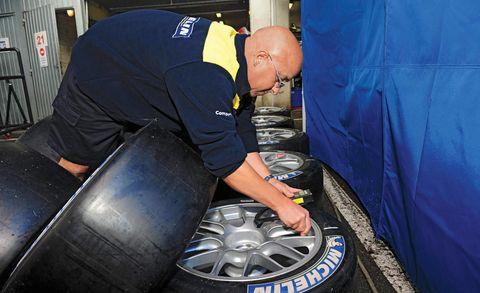 Automotive tire, Elbow, Logo, Automotive wheel system, Alloy wheel, Rim, Service, Workwear, Electric blue, Gas,