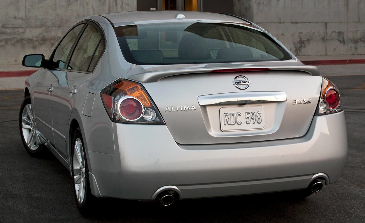 Photos: 2010 Nissan Altima Sedan