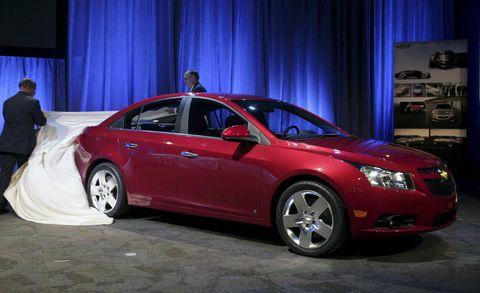 Tire, Automotive design, Vehicle, Land vehicle, Car, Full-size car, Alloy wheel, Rim, Automotive lighting, Mid-size car,