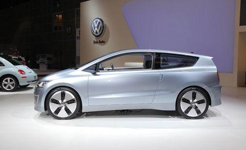 Wheel, Tire, Motor vehicle, Mode of transport, Automotive design, Transport, Vehicle, Land vehicle, Automotive wheel system, Automotive mirror,