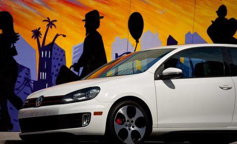 Motor vehicle, Tire, Automotive design, Vehicle, Land vehicle, Headlamp, Car, Automotive lighting, Automotive wheel system, Alloy wheel,