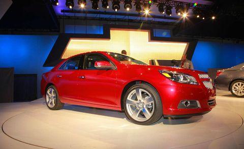 Tire, Wheel, Automotive design, Vehicle, Land vehicle, Automotive lighting, Car, Alloy wheel, Fender, Vehicle door,