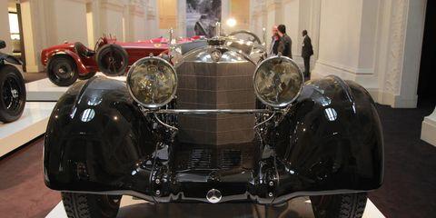 Tire, Wheel, Motor vehicle, Mode of transport, Automotive design, Automotive tire, Vehicle, Automotive lighting, Headlamp, Automotive exterior,