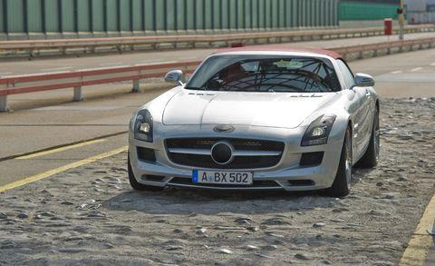 Automotive design, Vehicle, Land vehicle, Hood, Grille, Car, Personal luxury car, Mercedes-benz, Fender, Performance car,