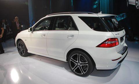 Tire, Wheel, Automotive design, Automotive tire, Vehicle, Alloy wheel, Car, Rim, Spoke, Automotive wheel system,