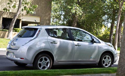 Motor vehicle, Tire, Wheel, Automotive design, Mode of transport, Vehicle, Land vehicle, Automotive mirror, Vehicle door, Car,