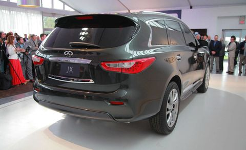 Motor vehicle, Automotive design, Mode of transport, Vehicle, Land vehicle, Event, Car, Crossover suv, Sport utility vehicle, Vehicle registration plate,