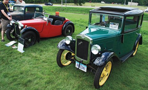 Tire, Wheel, Motor vehicle, Mode of transport, Automotive design, Vehicle, Land vehicle, Classic car, Classic, Automotive tire,