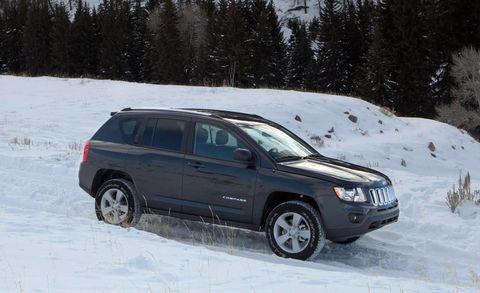 Tire, Wheel, Automotive tire, Vehicle, Winter, Land vehicle, Automotive lighting, Snow, Automotive mirror, Car,