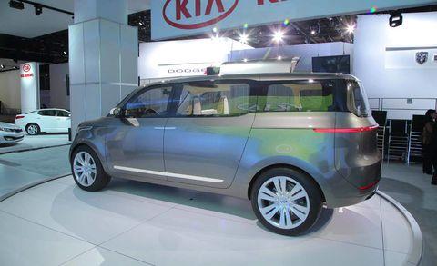 Tire, Motor vehicle, Wheel, Automotive design, Mode of transport, Automotive mirror, Vehicle, Land vehicle, Automotive tire, Car,