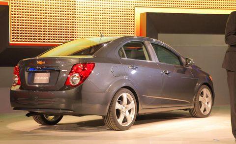 Tire, Motor vehicle, Wheel, Automotive design, Vehicle, Car, Rim, Automotive tail & brake light, Alloy wheel, Full-size car,
