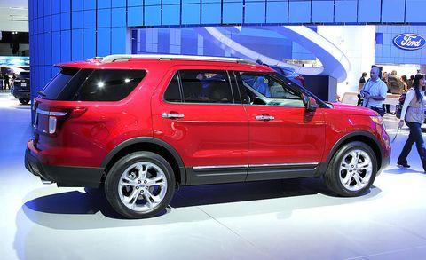 Tire, Wheel, Automotive design, Vehicle, Automotive tire, Land vehicle, Car, Rim, Alloy wheel, Automotive wheel system,