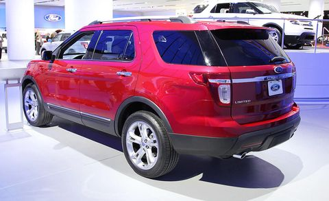Motor vehicle, Tire, Wheel, Automotive design, Vehicle, Product, Automotive tail & brake light, Land vehicle, Automotive tire, Event,