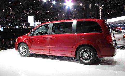 Motor vehicle, Tire, Automotive design, Vehicle, Land vehicle, Transport, Automotive mirror, Car, Automotive lighting, Automotive exterior,