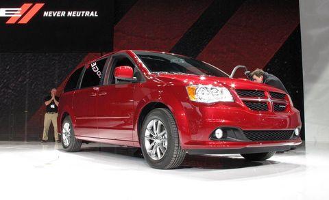 Motor vehicle, Tire, Wheel, Automotive design, Vehicle, Land vehicle, Automotive mirror, Automotive lighting, Car, Automotive tire,