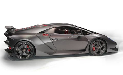 Tire, Wheel, Mode of transport, Automotive design, Vehicle, Rim, Transport, Supercar, Car, Automotive exterior,