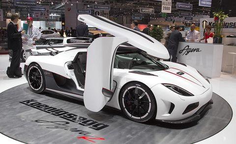 Tire, Wheel, Automotive design, Mode of transport, Vehicle, Alloy wheel, Rim, Automotive wheel system, Supercar, Car,