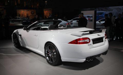 Tire, Wheel, Automotive design, Vehicle, Land vehicle, Vehicle registration plate, Performance car, Automotive lighting, Car, Personal luxury car,