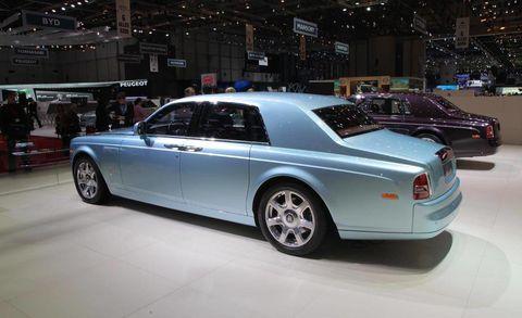 Tire, Wheel, Automotive design, Vehicle, Rim, Car, Automotive tire, Alloy wheel, Fender, Personal luxury car,