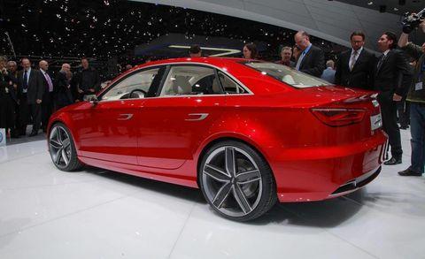 Tire, Wheel, Automotive design, Vehicle, Land vehicle, Car, Alloy wheel, Personal luxury car, Vehicle registration plate, Luxury vehicle,