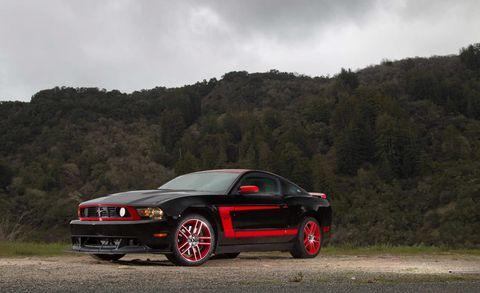 Tire, Automotive design, Vehicle, Automotive exterior, Land vehicle, Mountainous landforms, Automotive tire, Hood, Car, Performance car,