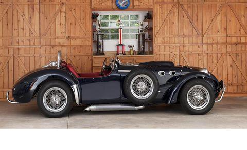 Tire, Mode of transport, Automotive design, Vehicle, Automotive tire, Automotive lighting, Car, Classic, Automotive wheel system, Rim,