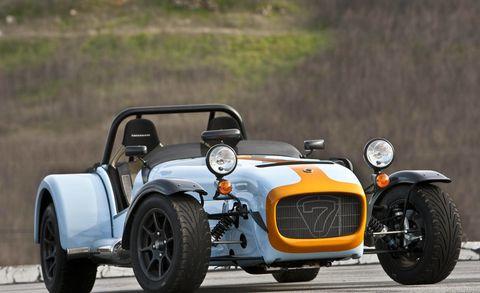 Tire, Wheel, Automotive design, Automotive tire, Vehicle, Open-wheel car, Car, Automotive wheel system, Fender, Rim,