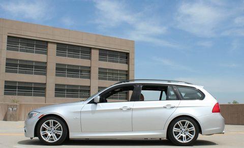 Tire, Wheel, Automotive design, Automotive tire, Alloy wheel, Spoke, Vehicle, Land vehicle, Rim, Car,