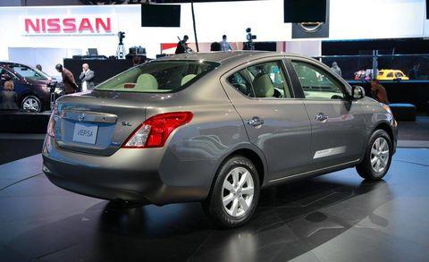 Motor vehicle, Tire, Wheel, Automotive design, Land vehicle, Vehicle, Car, Vehicle registration plate, Full-size car, Mid-size car,
