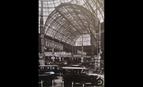 Glass, Classic car, Classic, Arch, Antique car, Daylighting, Vintage car, Hood, Arcade, Steel,