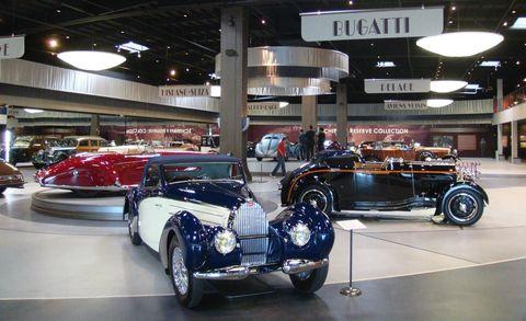 Tire, Wheel, Automotive design, Vehicle, Land vehicle, Automotive tire, Automotive wheel system, Car, Automotive exterior, Classic car,