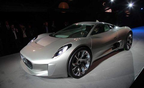 Tire, Motor vehicle, Wheel, Mode of transport, Automotive design, Vehicle, Land vehicle, Event, Headlamp, Automotive lighting,