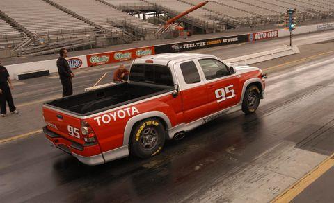 Motor vehicle, Tire, Wheel, Automotive design, Pickup truck, Vehicle, Land vehicle, Automotive tire, Automotive parking light, Truck,