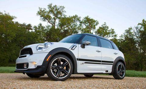 Tire, Wheel, Automotive tire, Automotive design, Alloy wheel, Vehicle, Rim, Spoke, Automotive wheel system, Car,