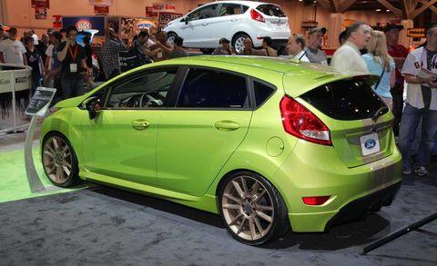 Wheel, Tire, Motor vehicle, Automotive design, Vehicle, Land vehicle, Car, Automotive wheel system, Hatchback, Alloy wheel,