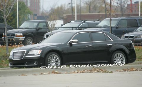 Tire, Wheel, Motor vehicle, Land vehicle, Vehicle, Automotive parking light, Rim, Automotive tire, Car, Alloy wheel,