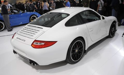 Tire, Wheel, Automotive design, Vehicle, Land vehicle, Car, Rim, Alloy wheel, Personal luxury car, Fender,