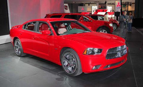 Tire, Wheel, Motor vehicle, Automotive design, Vehicle, Land vehicle, Car, Automotive tire, Hood, Headlamp,