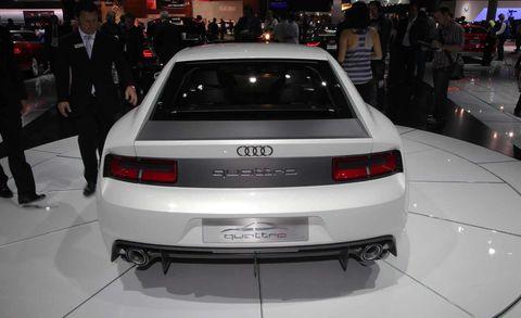 Automotive design, Vehicle, Event, Land vehicle, Car, Automotive tail & brake light, Personal luxury car, Auto show, Exhibition, Automotive exterior,
